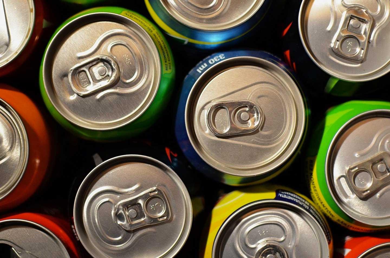 Bevande analcoliche, gassate e zuccherate: quali sono i rischi di un consumo abituale?